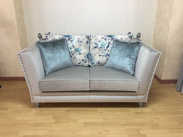 Classic Sofa Nantia